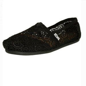 Tom's Alpagata Moroccan Crochet shoes size 7